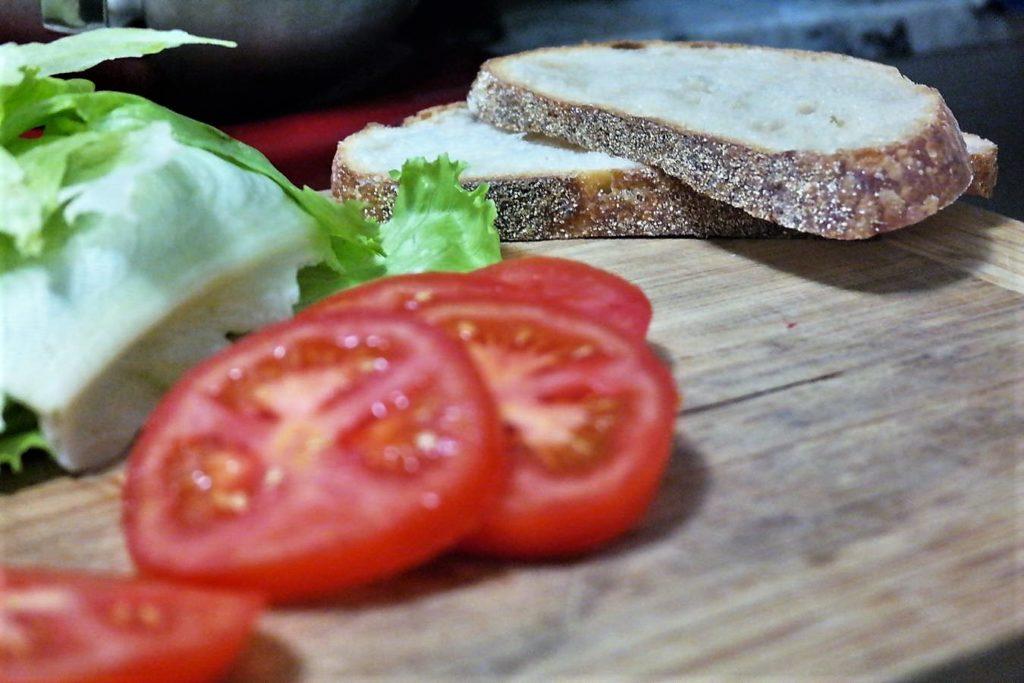 tomato-lettuce-bread2