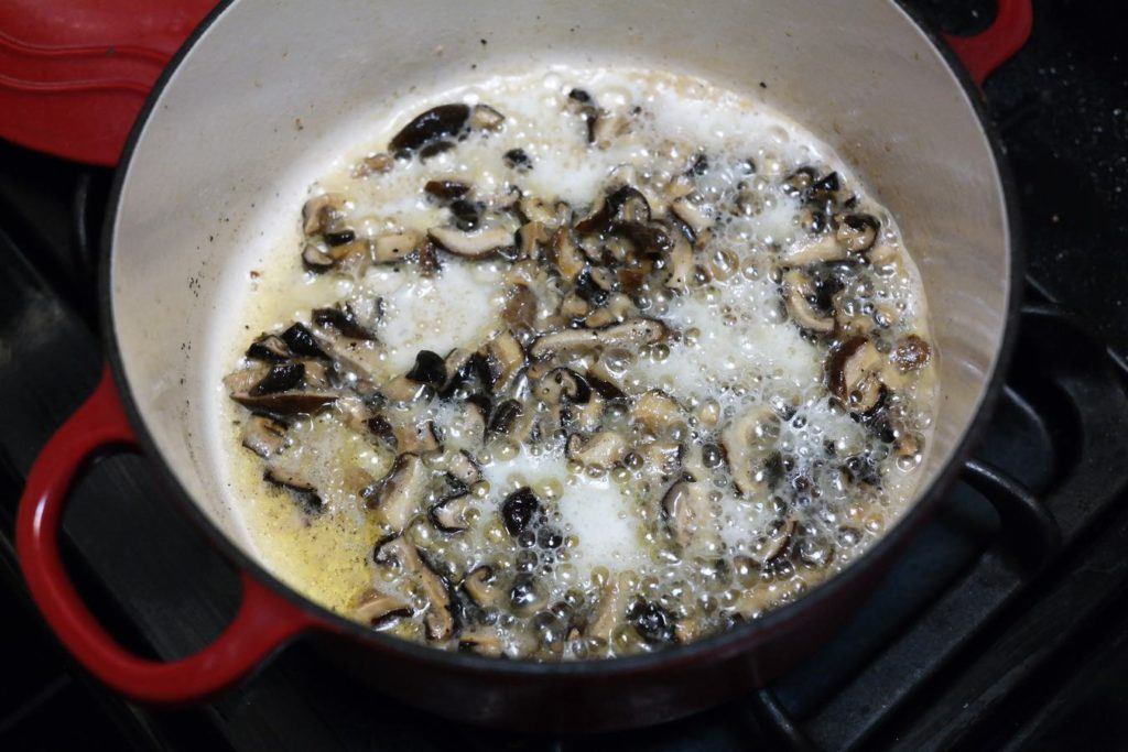 cooking-mushrooms-in-butter