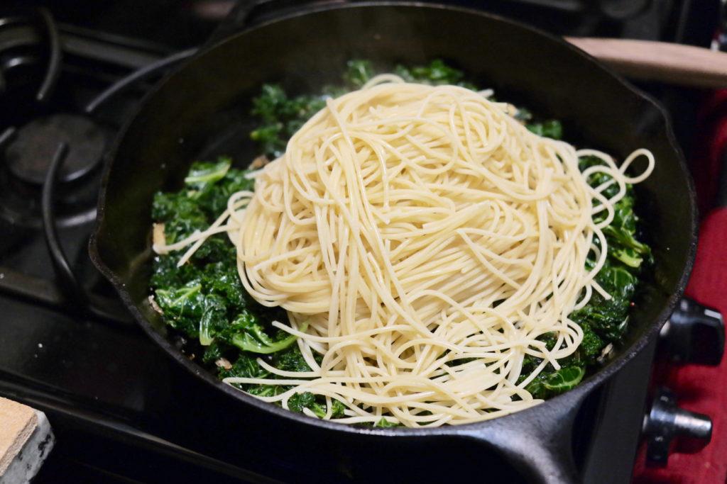 bunch of pasta_1350x900